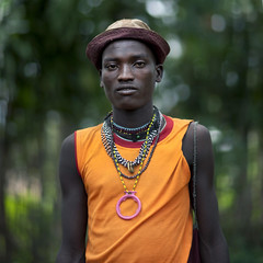 Menit tribe man with western clothes - Ethiopia (Eric Lafforgue) Tags: africa people man colour male hat horizontal collier outside outdoors person necklace artistic market ornament chapeau omovalley marketplace bodypainting ethiopia rite tum personne humanbeing marche homme contemplation adornment afrique pigments dehors omo eastafrica carre abyssinia ethiopie exterieur lookingatcamera traditionalclothes toum waistup squarepicture abyssinie vueexterieure coloredpicture 0833 photocouleur menit afriquedelest nomadicpeople alataille etrehumain habittraditionnel meinit valleedelomo regardantlobjectif peoplesoftheomovalley imagecarree peuplesdelavalleedelomo colouredpicture cadragealataille habittraditionnels peuplemenit menitpeople tribudesmenits menittribe meinitpeople meinittribe