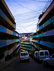 Subida Marquez (Seba Rojas) Tags: auto edificio colores valparaíso croquis puntodefuga