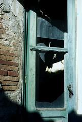 Apice 04 (Valerio Farina) Tags: 50mm earthquake ghosttown 1962 100iso terremoto zeisstessar kodakektar cittàabbandonata apicevecchio epsonv500 apicevecchia valerinho zeissikonicarex