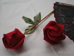 ჱܓRosa Kawasaki -orinuno -fabric folding (Carla Cordeiro) Tags: flores origami handmade feitoàmão folded rosas tsuru dobradura rosavermelha botãoderosa fabricflower fabricfolding floresdetecido foldedflowers linhaeagulha agulhaelinha origamiemtecido dobraduradetecido orinuno