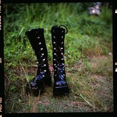 (19/77) Tags: 120 tlr film mediumformat shoes dof boots bokeh malaysia kualalumpur 1977 negativescan kl yashicamatlm rm kodakektacolorpro160 yashinon80mmf35 autaut canoscan8800f myasin