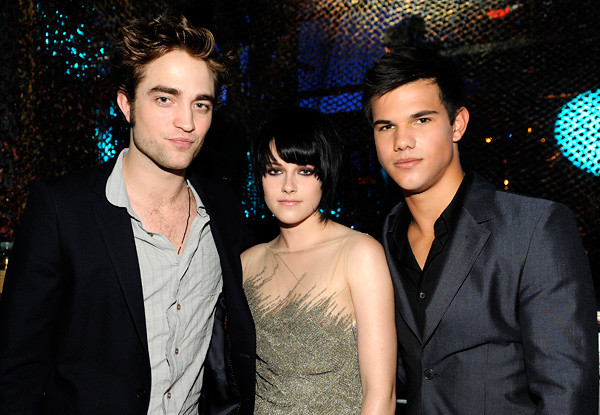 Robert Pattinson, Kristen Stewart and Taylor Lautner backstage at the VMAs by dessa(L)kstew