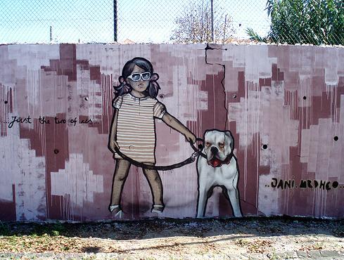 niña cn perro