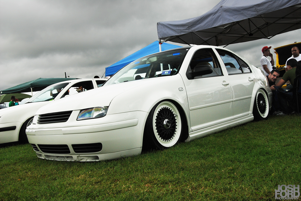 Re WHITE mk4 JETTA w BLACK WHITE BBSRS whose got the shots sbuogr