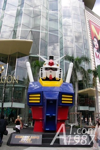 Very large RX-78 Gundam bust