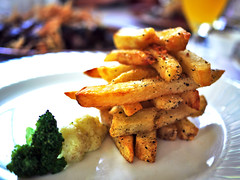 Fries with Rock Salt (Daniel Y. Go) Tags: food lumix philippines panasonic fries tagaytay antonios gf1 panasonicdmcgf1 panasonicgf1 m43s gettyimagesphilippinesq1