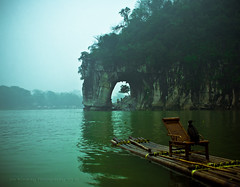 The Elephant Trunk Hill (jon.noj) Tags: china guilin foggy explore cormorant frontpage 2009 interestingness9 bambooraft guanxi karstlandscape nikond80 xiangbishan jonnon watermooncave jonbinalay shuiyuecave theelephanttrunkhill liiver
