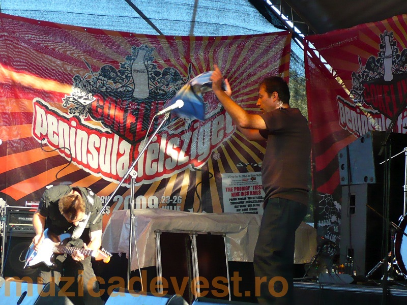 Timpuri Noi @ CokeLive Peninsula - Felsziget