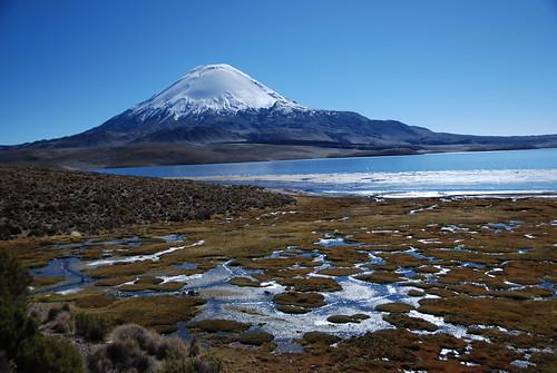 Vulcão Parinacota e Lago Chungara