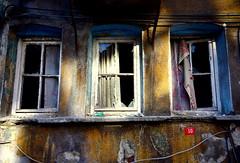 (nilgun erzik) Tags: istanbul ev golge pencere fenerbalat fotografkraathanesi metruk fotografca sonbaharadogru biyerlerde eylul2009