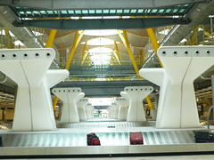 Madrid - Barajas Airport inside baggage claim- Terminal 4 (Virginia Manso) Tags: travel tourism airport spain indoors inside modernarchitecture baggageclaim terminal4 barajas madridairport yellowandwhite madridbarajas aeroportodemadridbarajas
