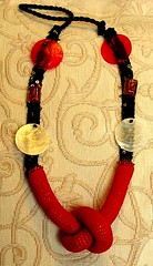 Colar com n em crochet vermelho - necklace with a red not in crochet (Oh!.. So cute!) Tags: red necklace crochet bijuteria vermelho romantic collar colar n croche madreprola croch costumejewellery colarcomn