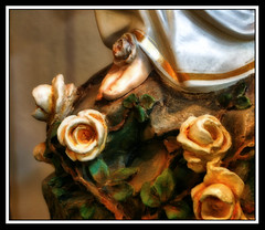 Golden Feet (*Jeff*) Tags: france church statue catholic lourdes goldenroses