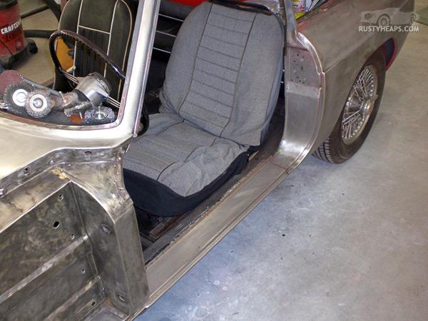 1967 MGB GT - door sill stripped