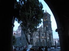 Cathedral of Puebla - Catedral Metropolitana de Nuestra Seora de la Pursima Concepcin (sftrajan) Tags: plaza tower mxico arch torre cathedral arcade catedral belltower unescoworldheritagesite puebla unescoworldheritage plazadearmas patrimoniodelahumanidad angelopolis puebladelosangeles puebladezaragoza  puebladelosngeles cuetlaxcpan cathedralofpuebla catedralmetropolitanadenuestraseoradelapursimaconcepcin  hericapuebladezaragoza