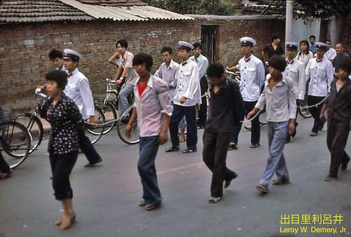 Chinese boeven niet meer geketend door de straat
