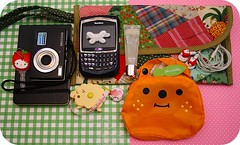 What's in my bag today (Teka e Fabi) Tags: camera moleskine hellokitty carteira pouch today whatsinmybag hoje decole qpatchwork tekaefabi minhabolsa