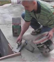На следующем этапе применяют раствор для ремонта основания. Толщина одного слоя может составлять от 5 до 30 мм