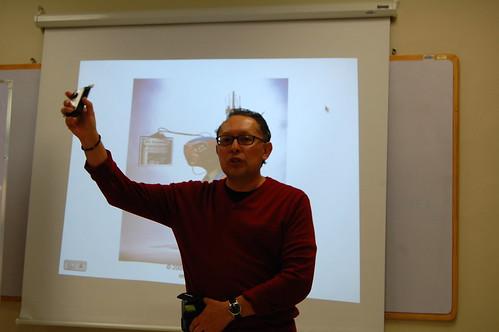 Patricio muestra su Camara Flip