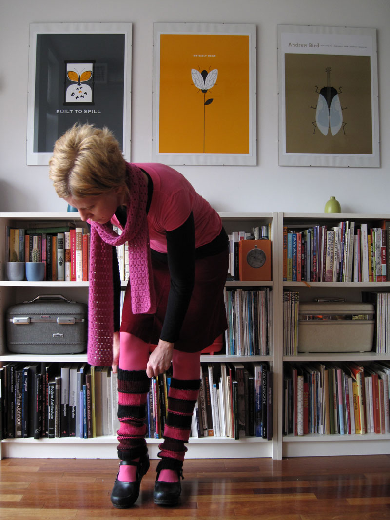 legwarmers: pink (blog only)