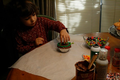 Decorating Halloween Cupcakes