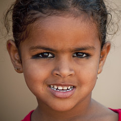 Bedouin young girl, Ibra, Oman (Eric Lafforgue) Tags: cute girl smile kid eyes child yeux arabic arabia arabian oman fille beduin regard ibra bedouin omn 7374  khol  lafforgue om  omo umman omaan     omna omanas umn omanoi