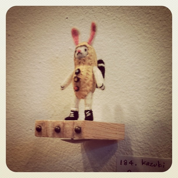 Amazing mini felt & peanut bunny by Kazuki Guzman at Dear Japan show (http://dearjapanny.wordpress.com)