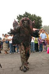 Que  baile el diablito! (Jorge Zubillaga) Tags: las de paseo locos locas metepec 2011 sanisidrolabrador