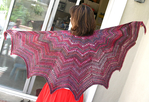 revontuli aka northern lights shawl, FO!