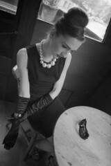 Diva (matteoprez) Tags: uk bw slr london blancoynegro film analog 35mm blackwhite noiretblanc olympus bn biancoenero singlelensreflex iso125 ilfordfp4125 epsonperfection4490 autaut matteoprezioso zuikoom24mm128