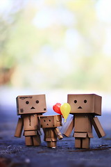 我有氣球...哈! (sⓘndy°) Tags: sanfrancisco toy toys box figure sensational figurine sindy kaiyodo yotsuba danbo revoltech danboard 紙箱人 阿楞 amazoncomjp