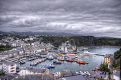 Luarca, Asturias HDR (marcp_dmoz) Tags: espaa clouds canon boats puerto eos spain barco ship view harbour map wolken asturias boote nubes vista barcas schiff tone hdr spanien parroquia fishery valds pesquero photomatix fischereihafen 50d