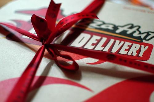 pizza hut box. Pizza Hut Box. Look at that cute little bow