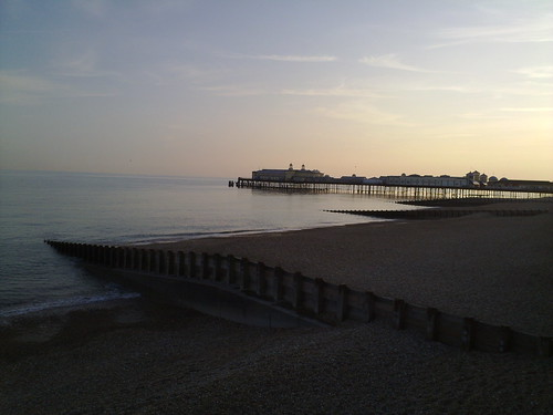 The pier in its glory, photo by Flickr user drew_anywhere