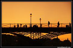 Paris: Berges de Seine (Hatuey Photographies) Tags: paris france seine pont nuit pontdesarts parisbynight platinumphoto theunforgettablepictures 100commentgroup superstarthebest parisbergesdeseine hatueyphotographies ©hatueyphotographies