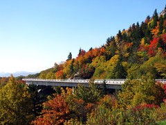 Linn Cove Viaduct (BlueRidgeKitties) Tags: autumn red orange green fall landscape october fallcolor northcarolina blueridgeparkway appalachianmountains grandfathermountain westernnorthcarolina linncoveviaduct southernappalachians ccbyncsa linvilleviaduct yonahlosseeoverlook canonpowershotsx10is
