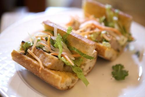 bánh mì au poulet