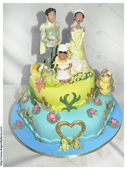 The Princess and the Frog Cake / Bolo de A Princesa e o Sapo (Dragonfly Doces) Tags: cake louis princess disney frog bolo tiana sapo princesa gumpaste naveen pastaamericana princesaeosapo princessandthefrog mamaodie