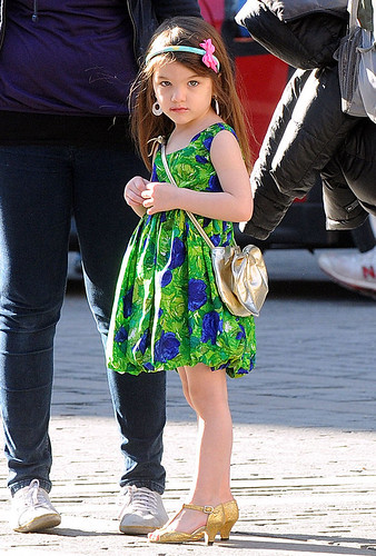 suri cruise in heels. SURI CRUISE in her green dress