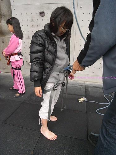 katharine娃娃 拍攝的 5教練確認8字結。