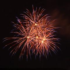 Fireworks / Kreisfeuerwehrtag / III (Stopped.) Tags: fireworks feuerwerk night kreisfeuerwehrtag pohlheim watzenbornsteinberg mockswiese 2009 longexposure public 350d lenstagged nacht canon1855f3556
