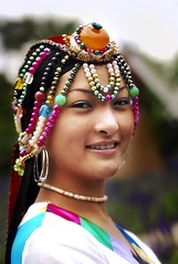 chinese beauty (jobarracuda) Tags: china beauty smile chinese explore  traditionaldress headdress    chinesecostume chinesegirl chinesewoman chinesebeauty ngiti asiandress chinesetraditionaldress jobarracuda jojopensica tsina asiancostume