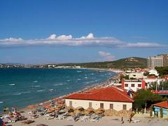 Ilca Beach (Metin Canbalaban) Tags: voyage trip blue sea cloud sun holiday turkey trkiye deniz mavi izmir bulut dalga seyahat eme turkie nejdetdzen metincanbalaban bykplaj ilcabeach emesheratonotel