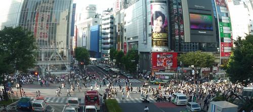 渋谷*明日の神話の向い