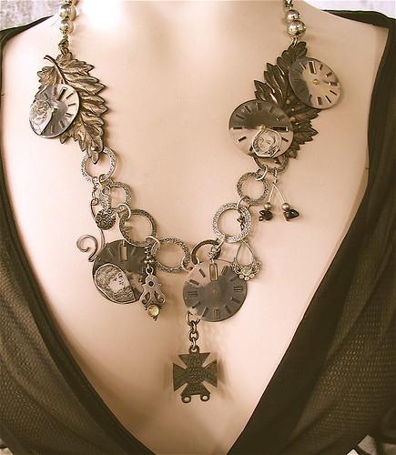 Fallen Leaves Memento Mori Necklace (Lost Heroines)