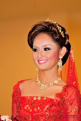 Malay Bridal Fair_002 - The Winner (Caesda) Tags: red sexy beautiful smile model makeup winner bridal melayu malay jewellry 80200 midvalley d300 gadis redclothes redcloths beautyshoots