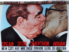 socialistic brotherly kiss (cool_colonia4711) Tags: berlin berlinwall friedrichshain eastsidegallery berlinermauer leonidbrezhnev erichhonecker dmitrivrubel leonidbreschnew dmitriwrubel meingottlasmichdiesetdlicheliebeberleben sozialistischerbruderkuss socialisticbrotherlykiss deargodhelpmetosurvivethismortallylove