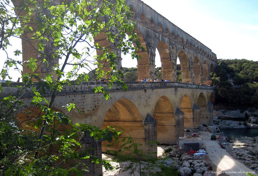 Travaux en contrebas du pont routier, un ajout du 18ème siècle
