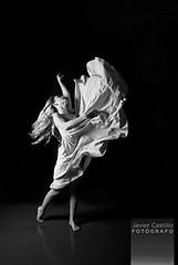 La Danza... (FoTgRaFoURbaNo - javiercastillofotografo.com) Tags: art byn blancoynegro girl mujer buenosaires nikon women arte modelo vero baile vestido bsas fotografa expresin actriz javiercastillo d80 fotografourbano vernicaintile michelmarccursos