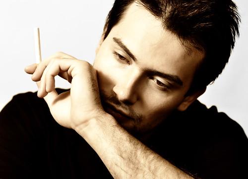 フリー画像| 人物写真| 男性ポートレイト| 外国人男性| イケメン| 煙草/タバコ|      フリー素材|